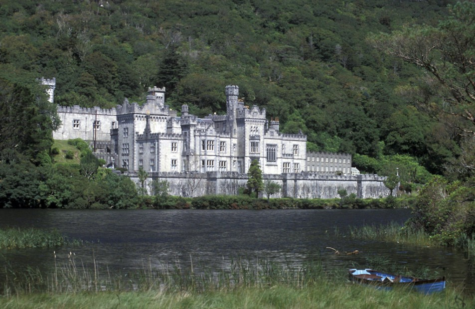 Kilemore Abbey (Kylemore Lough)