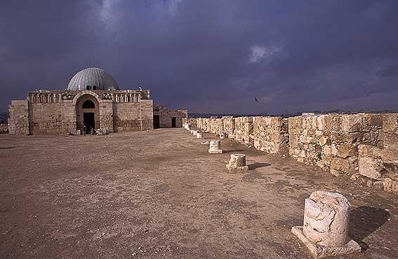 ملف كامل عن السياحة في عمان الأردنية