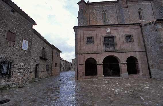 http://www.jorgetutor.com/spain/castillaleon/soria_provincia/Medinaceli2/medinaceli9.jpg