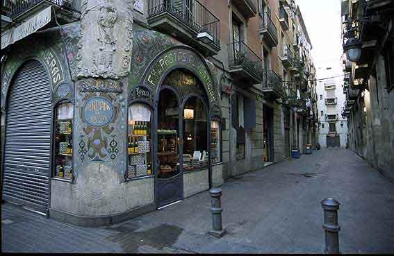 La vuelta al mundo en 180 d as la costa brava en catal n - Casco antiguo de barcelona ...